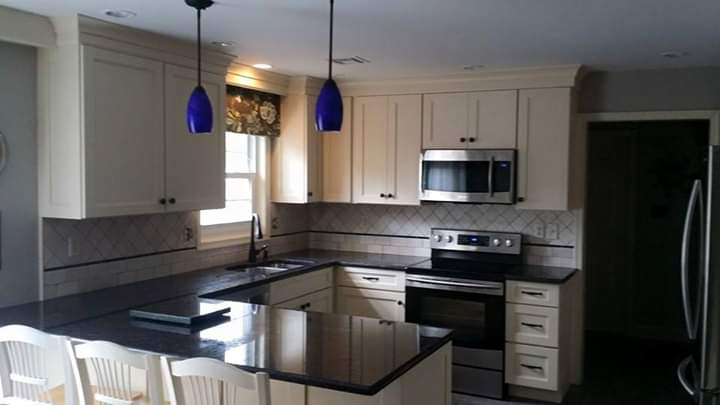 Diagonal kitchen backsplash